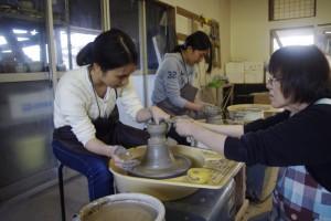 粘土の伸ばし方を教わる